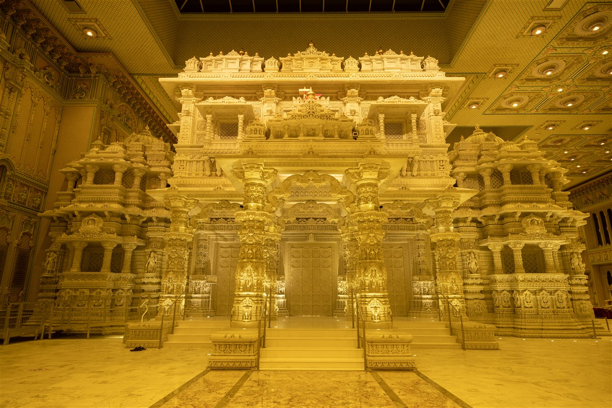 BAPS Shri Swaminarayan Mandir, Robbinsville, NJ joined iconic landmarks across the nation to honor the lives lost to COVID-19