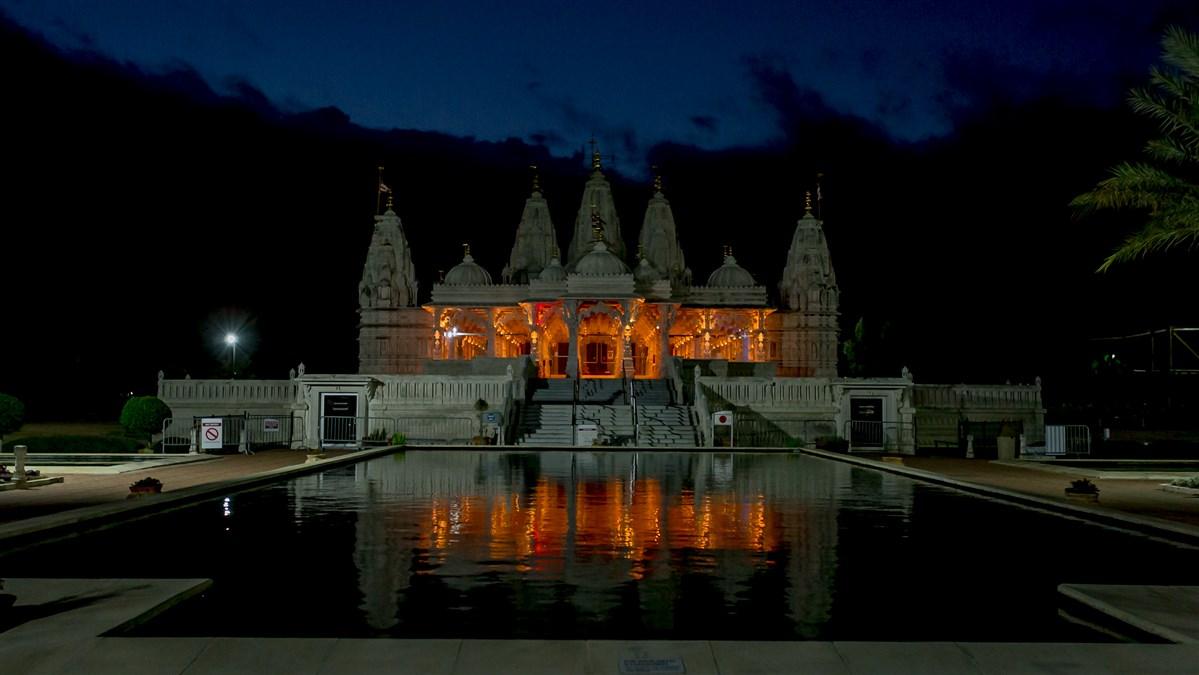 BAPS Shri Swaminarayan Mandir, Houston, TX joined iconic landmarks across the nation to honor the lives lost to COVID-19